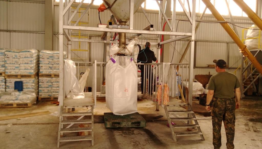 Устаткування для фасування сипучих матеріалів в біг-беги